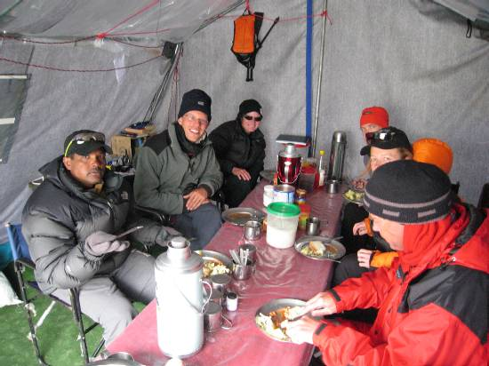 Lunchtime today. Lunch was sandwiches with potato salad, steamed vegetables & baked beans, followed by fresh mandarins. L-R Ravi, Paul, Meagan, Dirk, Fiona, Martin. Photo Rudi.